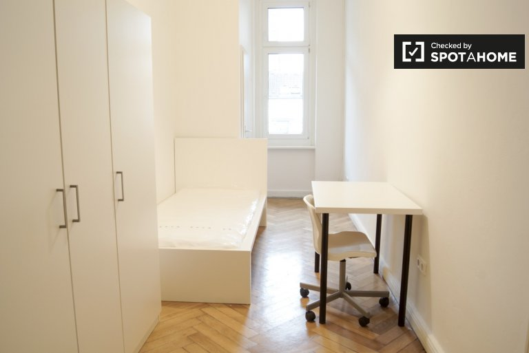 Furnished room in 4-bedroom apartment Charlottenburg, Berlin