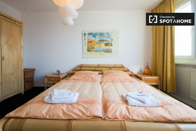 Berlin Mitte'de kiralık balkonlu 2 odalı daire