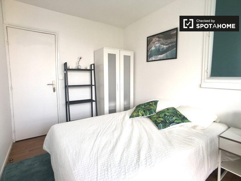 Geräumiges Zimmer zu vermieten, 4-Zimmer-Wohnung, Nanterre, Paris