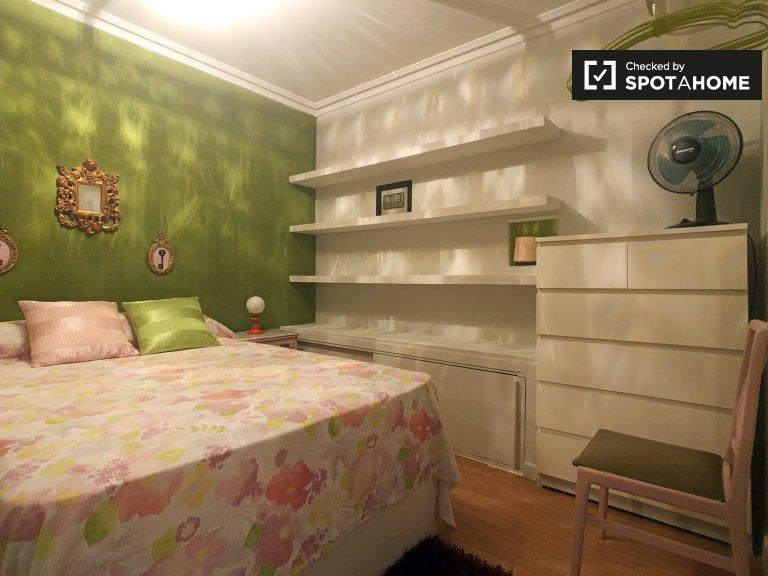 Chambre confortable dans un appartement de 4 chambres à Acacias, Madrid