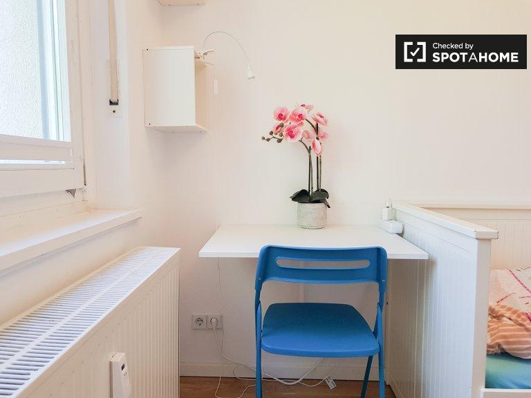 Chambre à louer dans appartement avec 3 chambres à Steglitz