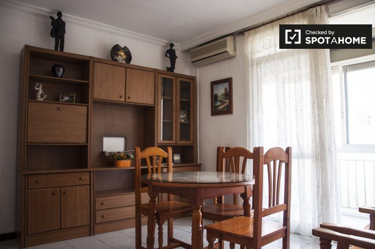 Quiet 3-bedroom apartment with balcony for rent in Macarena