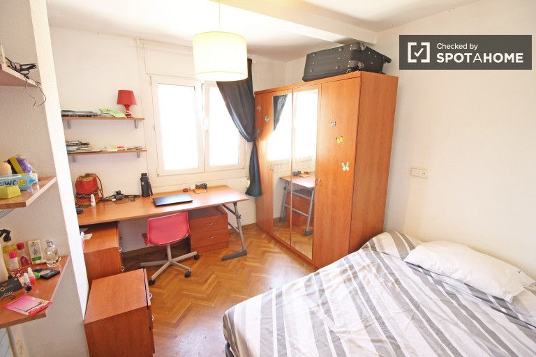 Room in shared apartment Les Corts, Barcelona
