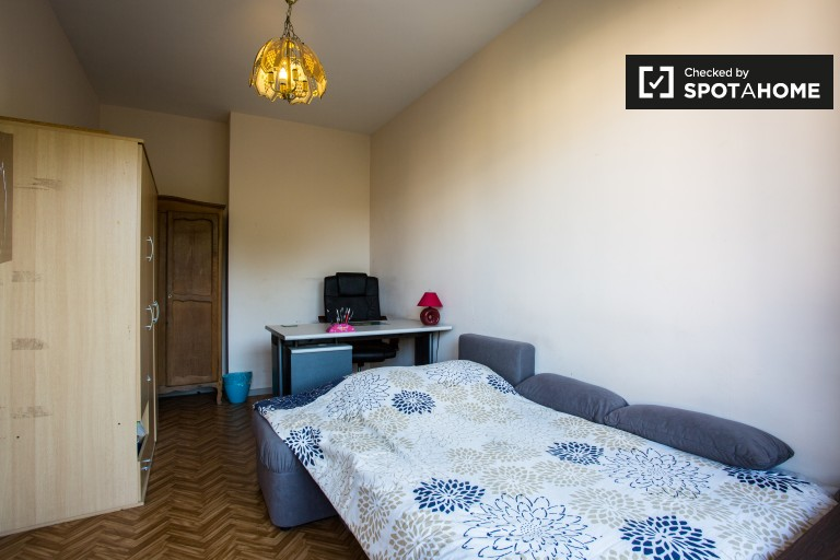 Bedroom 1 with double bed and balcony - for women or couples only
