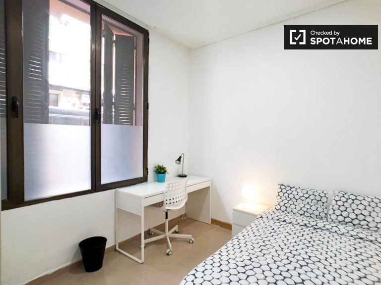 Spacious room for rent in Embajadores, Madrid