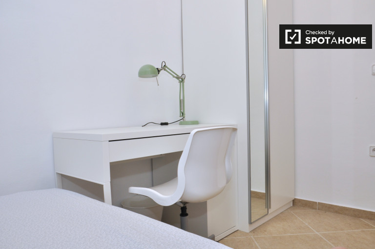 Large room in shared apartment by Eixample, Barcelona