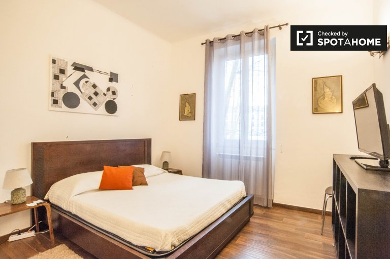 Stylish room in 3-bedroom apartment in San Giovani, Rome
