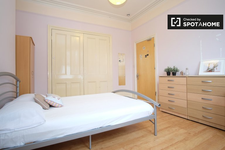 Quarto privado em apartamento de 8 quartos em Harringay, Londres