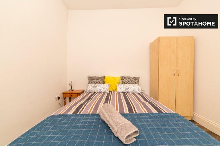 Chambre meublée dans un appartement partagé avec 7 chambres à Tottenham, Londres