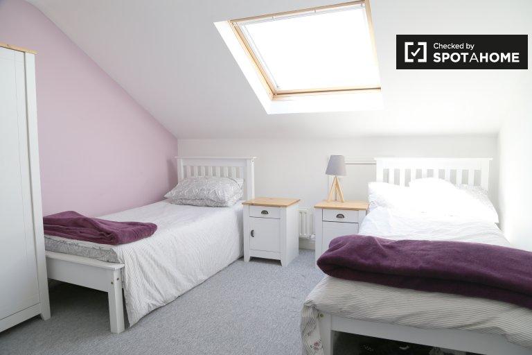 Zimmer in einem Haus mit 5 Schlafzimmern in Lucan, Dublin