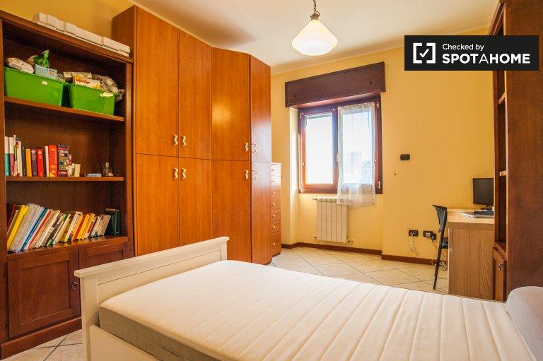 Agro Roman, Roma'da 4 yatak odalı dairede kiralık oda