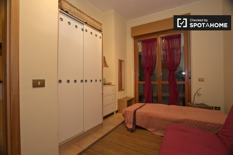 Single Bed in Room with private terrace for rent in 2-bedroom house in Monte Mario