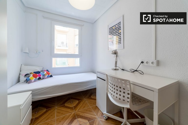 Bright room in 4-bedroom apartment, Benimaclet, Valencia