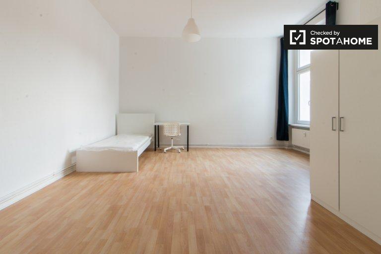Zimmer in 5-Zimmer-Wohnung in Tempelhof-Schöneberg Berlin
