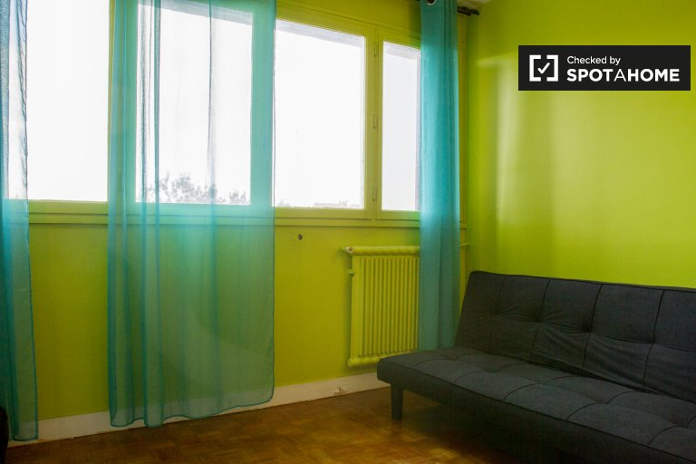 Single Bed in Rooms for rent in trendy 3-bedroom apartment in Neuilly-sur-Marne