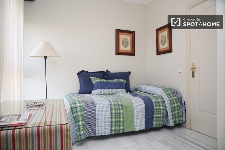Single Bed in 1 bedroom with views available 10 minutes from San Bernardo Renfe Station