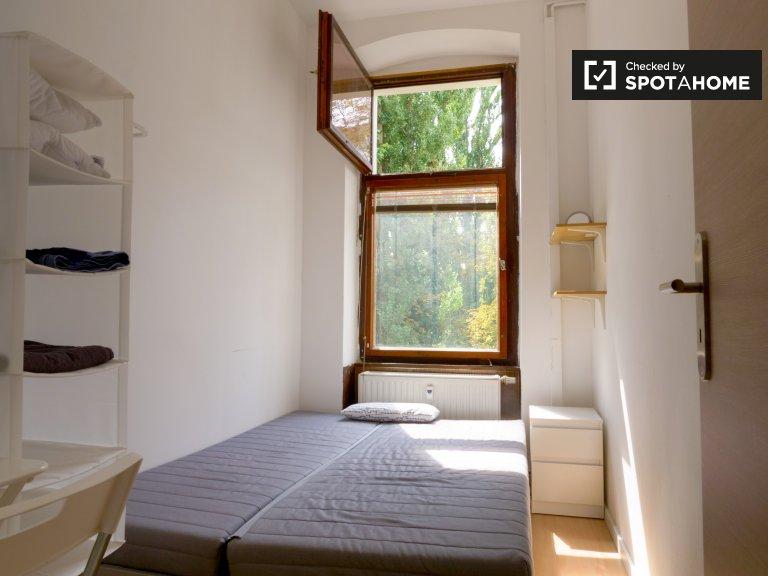 Room for rent, apartment with 3 bedrooms, Kreuzberg, Berlin